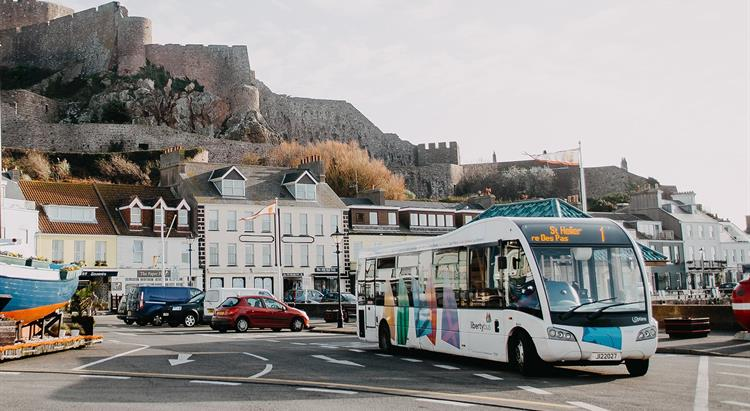 A LibertyBus in front of Gorey Castle